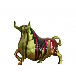 Statue taureau doré décoration multicolore - objet design moderne
