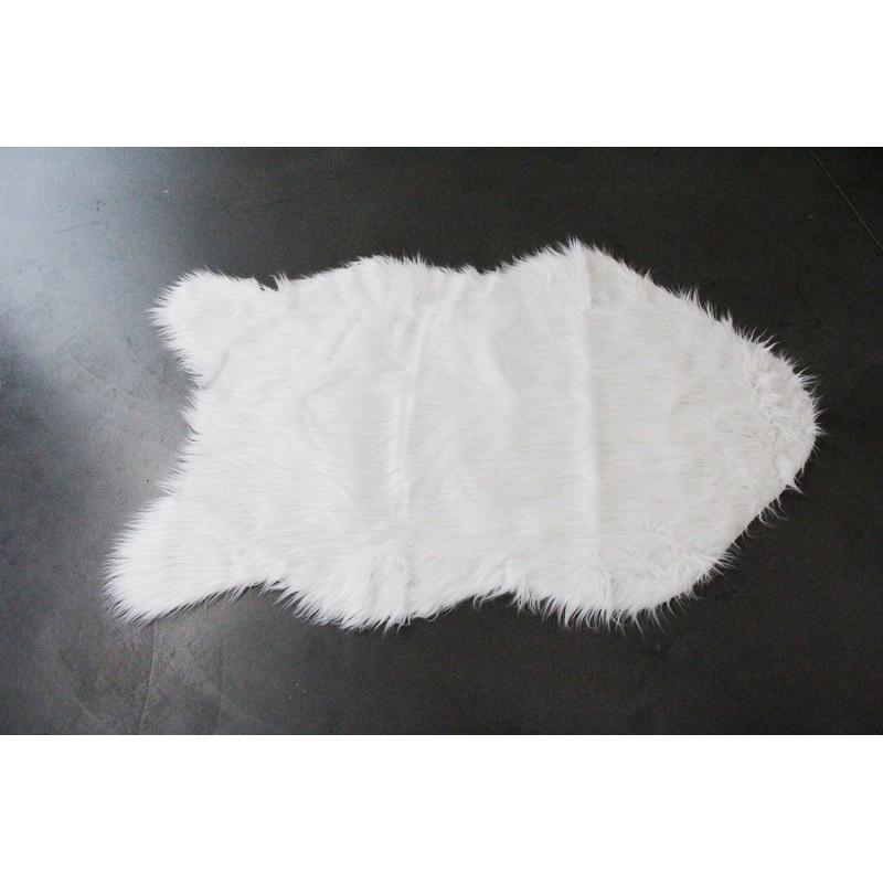 tapis aspect fourrure blanche descente de lit plaid canap polux. Black Bedroom Furniture Sets. Home Design Ideas